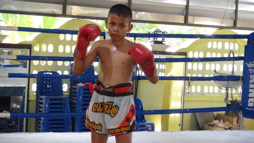 นักมวยไทย-ถูกฝึกหัดมาตั้งแต่วัยเด็ก